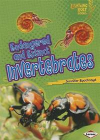 Endangered and Extinct Invertebrates - Lightning Bolt Books - Animals in Danger