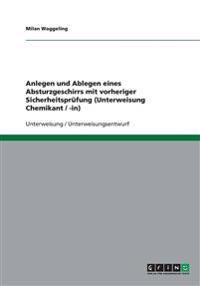 Anlegen und Ablegen eines Absturzgeschirrs mit vorheriger Sicherheitsprüfung (Unterweisung Chemikant / -in)