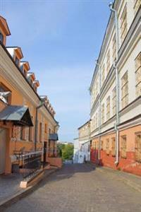Old Town Street in Minsk Belarus Journal: 150 Page Lined Notebook/Diary