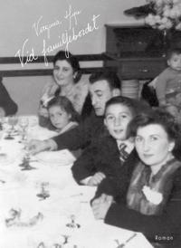 Vid familjebordet - Virginia Higa | Laserbodysculptingpittsburgh.com